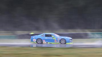 Archer Navigates Through the Field to Finish 4th at VIR